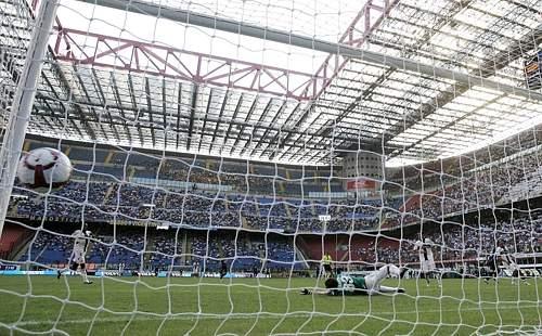 Inter-Parma: la rete di Milito (Reuters)