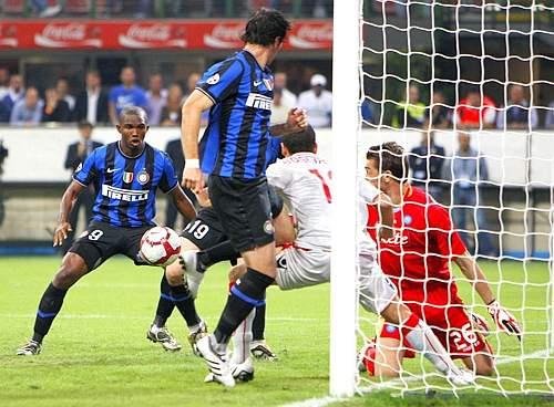 Inter-Napoli: il gol di Eto'o (Ap)