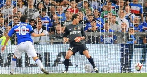 Sampdoria-Inter: il gol di Pazzini (Ansa)