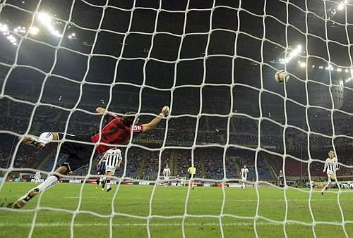 Inter-Udinese: Handanovic non può nulla (Reuters)