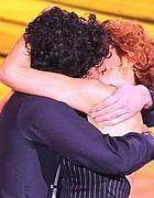 Il bacio in diretta tv  (Lapresse)