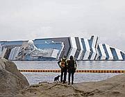 La nave Costa Concordia dopo il naufragio (Ansa)