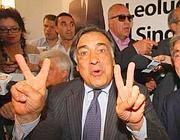 Leoluca Orlando festeggia con i suoi sostenitori (Ansa)