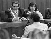 Tommaso Buscetta depone in tribunale in una foto d'archivio del 1996 (Dufoto)
