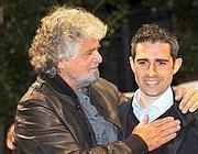 Beppe Grillo e Federico Pizzarotti, nuovo sindaco (in pectore) di Parma per il Movimento 5 Stelle (Ansa)