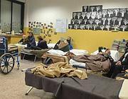 Alcuni sfollati nel dopo-terremoto (Fotogramma/Brancolini)