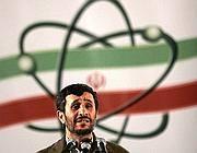 Il presidente Ahmadinejad a una cerimonia in un impianto di arricchimento dell'uranio(AP)
