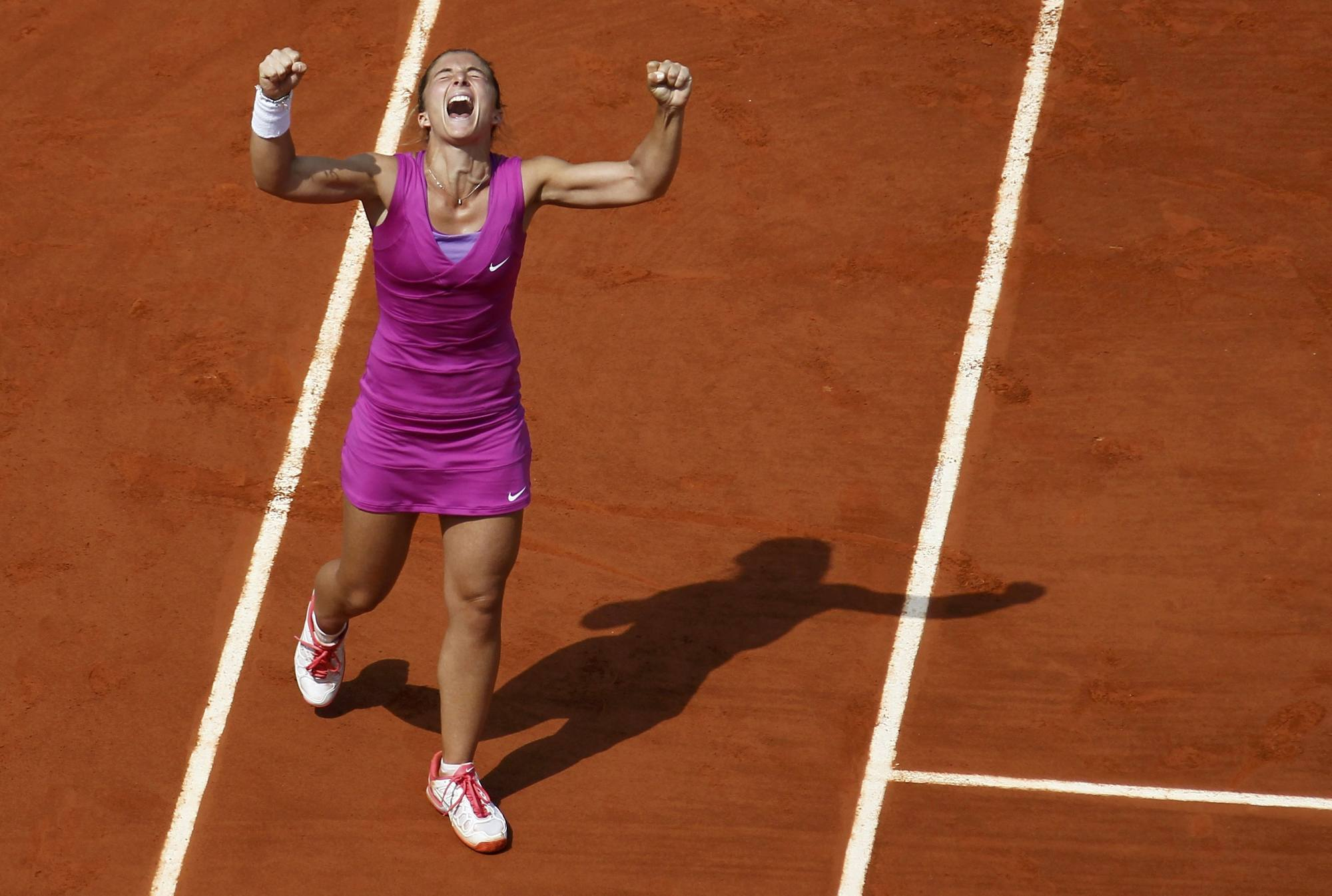 Sara Errani esulta in un match del Roland Garros (Reuters)