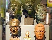 Un'esposizione di busti di Hitler(Epa)