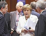 Da sinistra: Draghi, Merkel, Monti (Reuters)