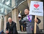 Contestatori   contro Bob Diamond, l'ad di Barclays, dopo lo scandalo dei mutui gonfiati (Zumapress)