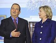 Il ministro israeliano della Difesa Ehud Barak e il segretario di Stato Hillary Clinton (Epa)