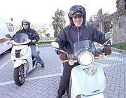 Roberto Maroni a Domaso in scooter per l'omaggio alla tomba di Gianfranco Miglio (Cavicchi)