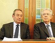 Il sottosegretario alla presidenza del Consiglio Antonio Catrical� e il premier Mario Monti (Ansa)