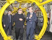 L'ad di Fiat Sergio Marchionne e il ministro dello sviluppo economico Corrado Passera a Pomigliano per la presentazione della nuova Panda nel 2011 (Ansa)