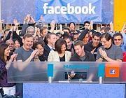 Il taglio del nastro di Zuckerberg al momento della quotazione di Facebook a Wall Street (Ansa)