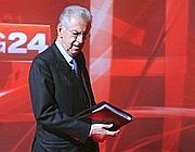 Mario Monti prima dell'inizio del programma (Ansa)