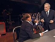 Il «match» televisivo tra Santoro e Berlusconi nell'ultima trasmissione di Servizio Pubblico (Ansa)