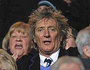 Rod Stewart in tribuna al Celtic Park (Reuters)