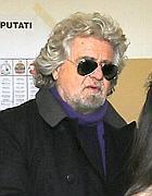 Beppe Grillo al seggio (Afp)