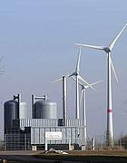 Un impianto eolico accoppiato a una turbina a biogas in Germania (Reuters)