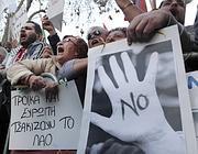 Le proteste dei ciprioti dopo l'ipotesi del prelievo forzoso sui conti correnti (Lapresse)