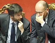 Il ministro per i Rapporti con il Parlamento, Dario Franceschini, e il premier Enrico Letta (Ansa)