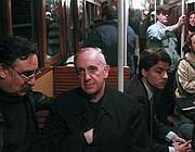Bergoglio nella metro di Buenos Aires prima  di essere eletto Papa (LaPresse)