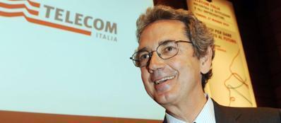 Il presidente esecutivo di Telecom, Bernab� (Ansa)