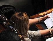 Il biglietto inviato da Berlusconi in giorno del suo discorso alla Camera. Destinatarie Nunzia De Girolamo e Gabriella Giammanco (Newpress)