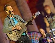 I Coldplay dal vivo tra le rovine