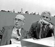 1986 Il fondatore de «il manifesto» insieme all'allora deputato Giorgio Napolitano al 17esimo congresso del Pci a Firenze (Agf)