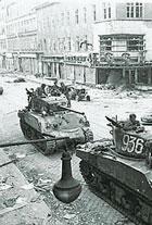 I sovietici lasciarono Vienna dopo 10 anni di occupazione il 13 maggio 1955 riconoscendo l'indipendenza dell'Austria