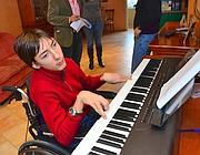Luca Mongelli suona il piano (Arcieri)