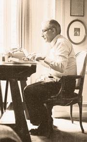 Alberto Cavallari nella sua casa di Parigi (foto Archivio Cavallari)