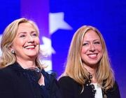 Chelsea con la madre Hillary Clinton