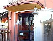 Il locale dove è stato ucciso Shtjefni Edmond,  (Foto Sacchiero - Da www.ilgiorno.it)