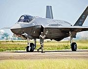 Un caccia americano F35: la Difesa prevedeva di comprarne 131 per una spesa di 15 miliardi di euro