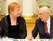 Giorgio Napolitano con il presidente della   Finlandia Tarja Halonen (Ansa)