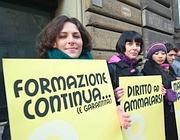 Manifestazione dei lavoratori precari (Fotogramma)