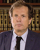 Maurizio Ferraris (1956), ex allievo di Vattimo,  professore di Filosofia a Torino. Dirige la Rivista di estetica ed  nel comitato direttivo di aut aut.