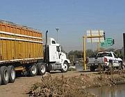 Un camion di cereali scortato