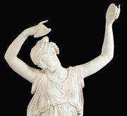 La «Danzatrice con i cembali» dopo l'intervento di ricostruzione delle braccia