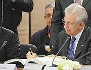 Il presidente del Consiglio Mario Monti (foto Reuters)