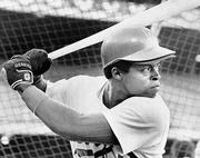 Glenn Burke alla battuta. Burke, il primo giocatore di baseball a dichiarare la sua omosessualità, morì di Aids nel '95, a 43 anni (Ap)