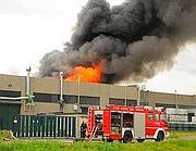 L'incendio divampato in una fabbrica torinese