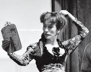 Valentina Cortese nel 1962 durante uno spettacolo al Piccolo Teatro di Milano. L'attrice ha scritto il libro autobiografico «Quanti sono i domani passati» in cui racconta fatti e segreti della propria vita di donna e di artista