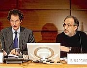Sergio Marchionne (a destra) in assemblea con  il presidente di Fiat John Elkann