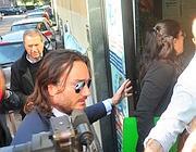 Rosi Mauro arriva in via Bellerio con Pierangelo Moscagiuro (Fotogramma)