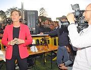 La troupe della Cnn al seguito di Beppe Grillo a Garbagnate (LaPresse)